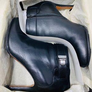 Coach Q1554 Sondra Leather Booties